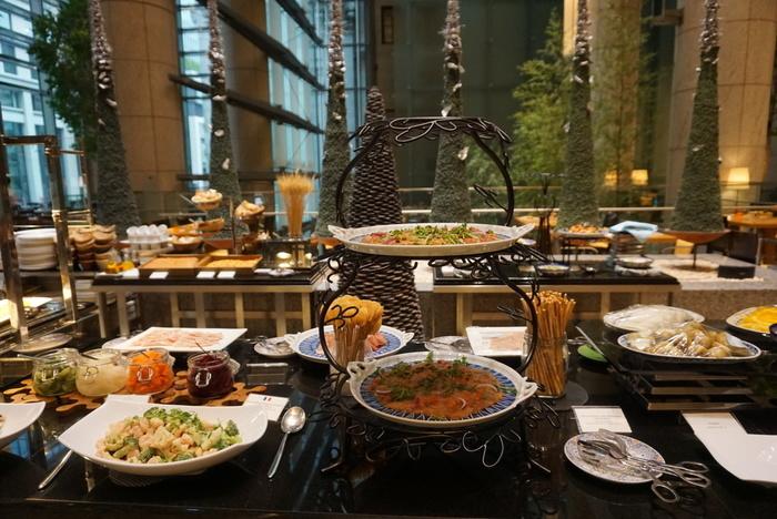旬の食材を使った、ギリシャ、イタリア、ポルトガル、スペインなどヨーロッパから北アフリカ諸国にかけての地中海沿岸料理を堪能することができます。前菜やデザートなどの種類も多くヘルシーで、少しづつ色々食べたい女性にはぴったり。