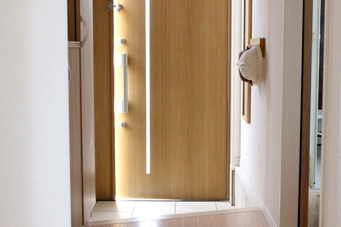 玄関が整っていると毎日が気持ちよく、お客様からも好印象。ですがどうしてもスペースが限られているため、手をかけるのが難しい場所でもあります。今回は、便利さや使い勝手に配慮した玄関作りのヒントをご紹介します。