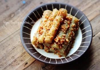 関西の祝い肴三種の一つ、たたきごぼうのレシピ。叩くことで柔らかな食感が楽しめ、味がしっかりと馴染みます。お酢の効果で保存期間が長めなのが嬉しいおせち料理です。