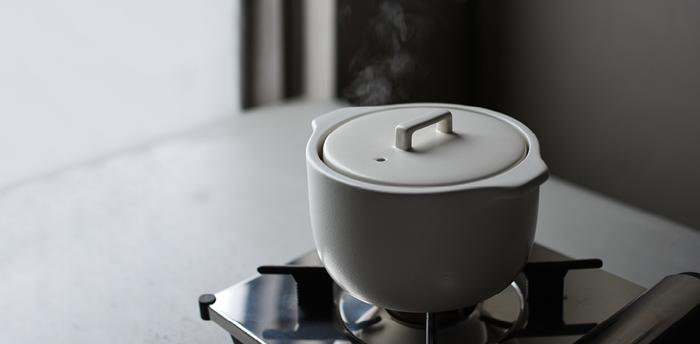 そして、たくさんの具材をそろえなくても手早く形になるのもお鍋の魅力の一つ。今はお鍋の形もサイズも様々な種類があるので、ライフスタイルに合ったお鍋を選んでみてくださいね。