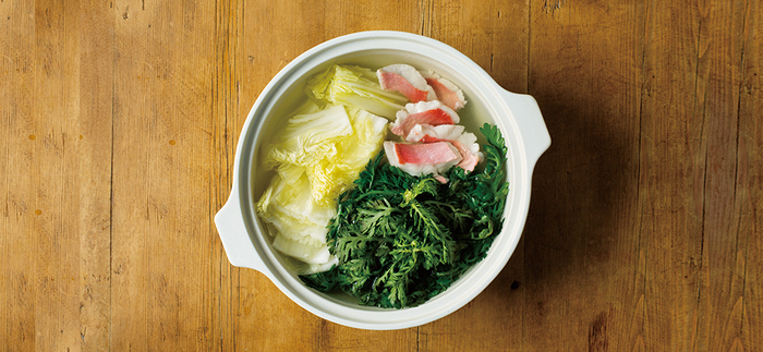 寒くなってきましたね。いよいよお鍋の季節の到来です。お鍋というとみんなで囲む印象が強いですが様々な具材をポンとお鍋に放り込んで頂くことができるので一人暮らしだって美味しく頂くことができるんですよ。