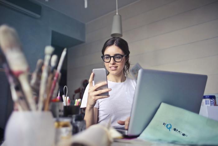 現在スマホは、「携帯電話」としての役割以上に、天気やニュース、買い物など日常に欠かせない情報に触れるためのツールになっています。スマホがないと一日も暮らせない…という方も多いですよね。