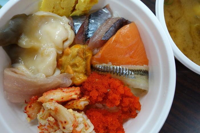 自分の好きな具材を好きなだけ。あまり食べたことのない北海道ならではの具材に挑戦してみるなど、自分好みの海鮮丼を作ってみてくださいね。