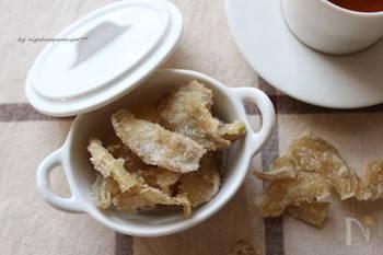 【体あったまる 生姜糖】  常備保存するのにオススメなのが「生姜糖」。そのまま食べても美味しいですが、白湯や紅茶に入れるだけで体がポカポカ温まるホットドリンクが簡単に作れちゃいます♪