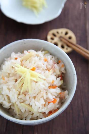 【しょうがの炊き込みご飯】  生姜をふんだんに使った「生姜の炊き込みご飯」。口の中で生姜の香りがふわーっと広がり、心も身体も温まるおすすめの一品です。