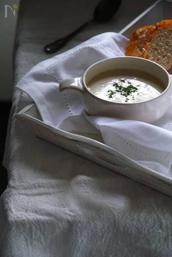 【ネギのクリームスープ】  身体の芯から温まる「ねぎのクリームスープ」。スープ類は体内から温めることができるので、朝ご飯やお夜食などにいただいても良いですね。