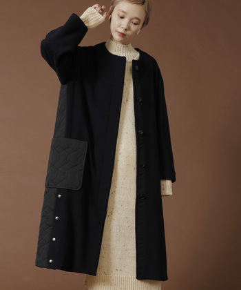 キルティングの他にも、イタリア製の糸を使ったウール素材が組み合わされた、ちょっと個性的なコートもあります。シンプルなニットワンピと合わせても、上品にまとまりますよ。