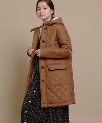 同じく「MACKINTOSH」が作る「Traditional Weatherwear(トラディショナル ウェザーウェア)」。イギリスの伝統とトレンドを融合させたコレクションを発表しています。