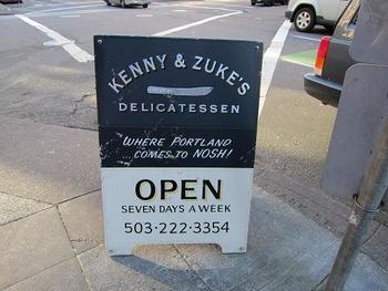 またもや、エースホテルのご近所!「Kenny & Zuke's Delicatessen(ケニー&グーキーズ・デリカテッセン)」も、美味しいサンドイッチやパニーニ、デリ、マフィンなどをいただけて、好評です。テイクアウトもできますよ。