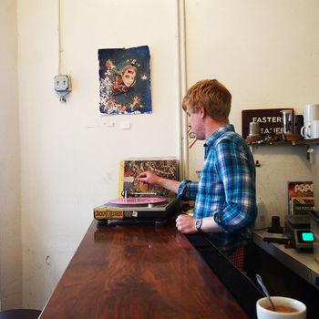 レコードをBGMに、素敵なコーヒータイムをどうぞ♪