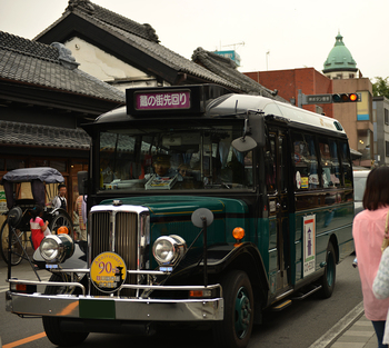 レトロな雰囲気がかわいい「小江戸巡回バス」は、2つのルートがあるので、目的地にあわせてセレクトしてみましょう。