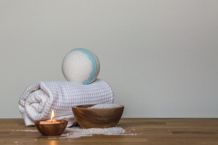 様々な入浴剤がありますが、その中でもシュワシュワ感が味わえるバスボムは目でも楽しめるアイテムの一つ。