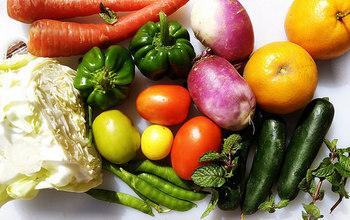 冷蔵庫によくある野菜たちを使って、毎日違う献立を楽しみませんか。素材は一緒でも、味わいやメニューはさまざまに変更可能ですよ♪今回は、同じ野菜でつくるサラダ、スープ、一品おかずの切り替えレシピをご紹介します。