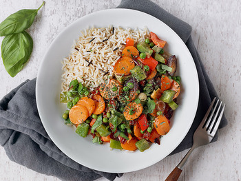 さまざまな野菜をひとつの料理に使い切ってももちろんOKですが、半端に余りそうな野菜は小鉢料理などにも生かせます。よく使う野菜のいろいろな副菜レシピやスープレシピを知っておくと、献立の幅が広がりますよ♪