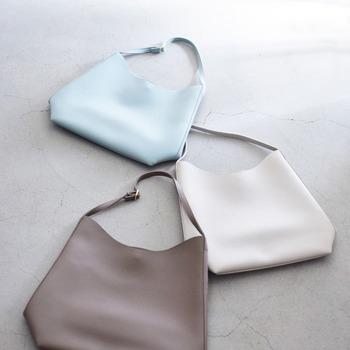 パリジェンヌは、ブランドにはこだわらず、自分にとって使い勝手の良いバッグを選びます。荷物の量や生活スタイルに合わせて、自分らしいものを決めたいですね。