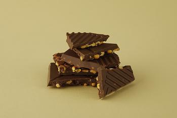 「とうきび」は白い恋人のブラックチョコレートをベースに、フリーズドライの北海道美瑛産のとうきびをブレンド。北海道の太陽をたっぷり浴びたとうきびの、甘みや旨味がぎゅっと詰まっています。