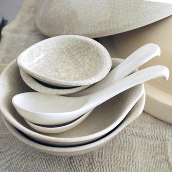 あると便利なとんすいとレンゲ、レンゲ皿。お鍋らしい食卓を演出してくれます。おもてなしに使っても。