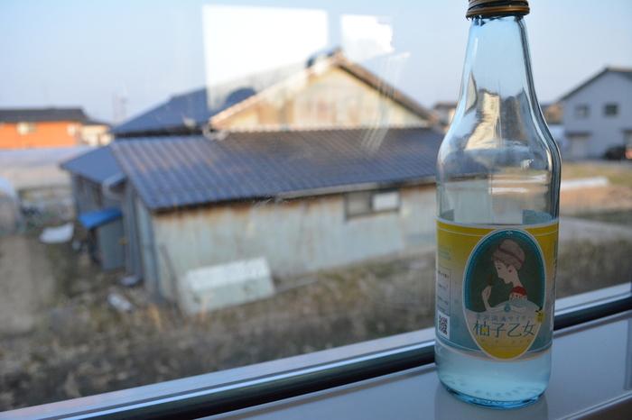 宿の館内には竹久夢二ゆかりの作品を集めたギャラリースペースもあります。また「湯涌温泉サイダー」のパッケージにも夢二の書いた美人画が描かれています。湯涌温泉を訪れた際には飲んでみてくださいね。