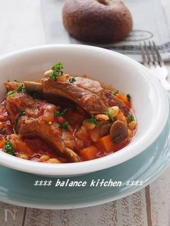 炊飯器使用だから、煮込み料理も簡単!スペアリブは、下ゆでしてから炊飯器にかけることで、さっぱりした味に。おなかの底から温まる、寒い夜におすすめのひと皿です♪パンなどにもよく合います。