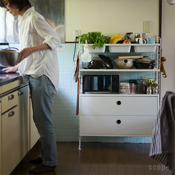 背の低いシェルフが欲しいキッチンもありますよね。引き出しの数や位置も自由自在だから、入れたいものに合わせてデザインできます。