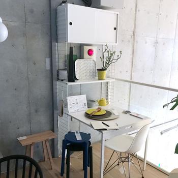 チェストを取り付ける、という選択もあります。キッチン脇にこんなスペースを作るのも便利そうです。