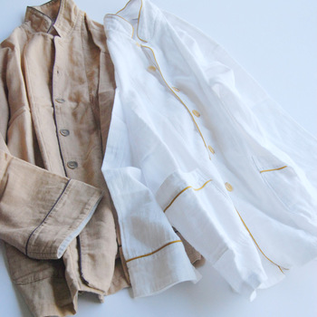 和晒製法で作られたパジャマは、快適さを追求した贅沢品。男性から女性まで使えるサイズ展開だから、夫婦で使っても素敵です。