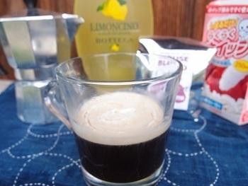 代わってイタリアンドリンク。  こちら「カフェ・コレット」は、エスプレッソにリキュールを入れて楽しむドリンクです。  たっぷりのホイップを入れてデザートのように楽しむのも美味しいですよ。