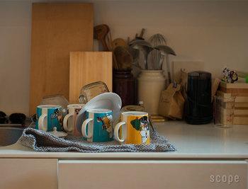 二色の糸で織られたワッフル地はコットン100%。約90cm✕50cmと大判サイズで厚みがあるため、吸水性も抜群です。拭く用途だけでなく、敷いてつかうことで洗いかご代わりとしても役立ちます。