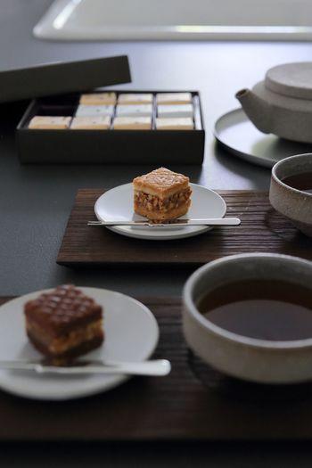 お抹茶だけではなく、お正月用のすこし上等のほうじ茶などを用意して、お菓子とともにいただくのもおすすめです。普段よりも丁寧にお茶を淹れて、香りや味を堪能してみましょう。