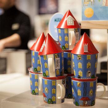 今年新作が出るムーミンハウスのマグカップ。 2015年に期間限定として発売されたムーミンハウスが復活し、定番マグとなって帰ってきました。 たくさん重ねてもかわいいですね。