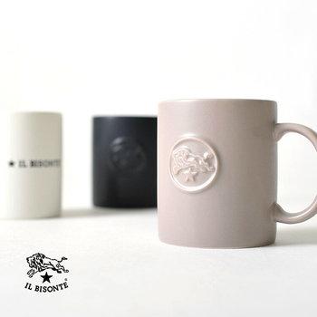 革小物が大人気のイルビゾンテにも、プレゼントにおすすめなマグカップがありますよ。 他にないシックなニュアンスカラーがおしゃれ。