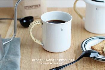 丁寧にドリップしたコーヒーをゆっくり味わいたくなる、琺瑯とラタンの組み合わせが素敵なカップ。 人気が高くすぐ売り切れてしまいます。 インテリアとして小物を入れてもおしゃれですね。