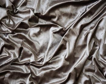 さらにシルクは人間と共通した18種類のアミノ酸で作られていますので、人の肌と最も近い繊維と言われています。
