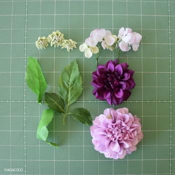 造花はバラバラにばらして使います。