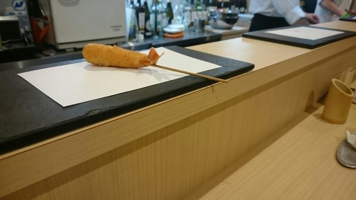 北新地駅より徒歩5分の距離にあるコスパ最強串揚げランチが食べられるのは「串揚げ タケナカ」。1本ずつ丁寧に揚げられる串揚げは絶品です。
