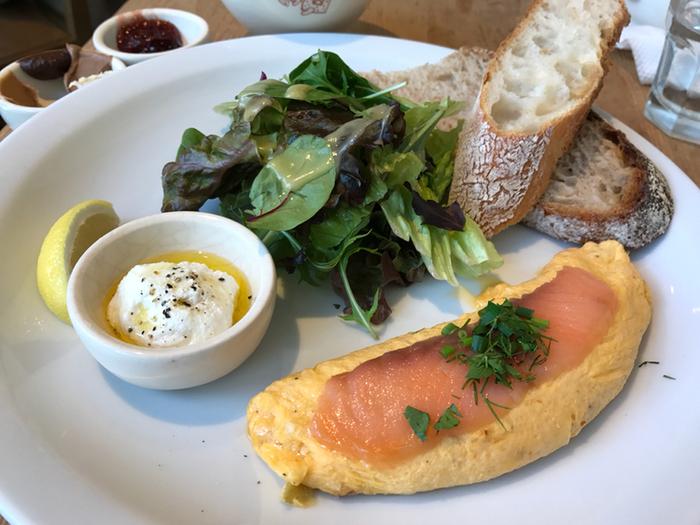 ブレックファストメニューは朝11時まで。オムレツやエッグベネティクトなど種類も豊富です。もちろんパンも絶品です!