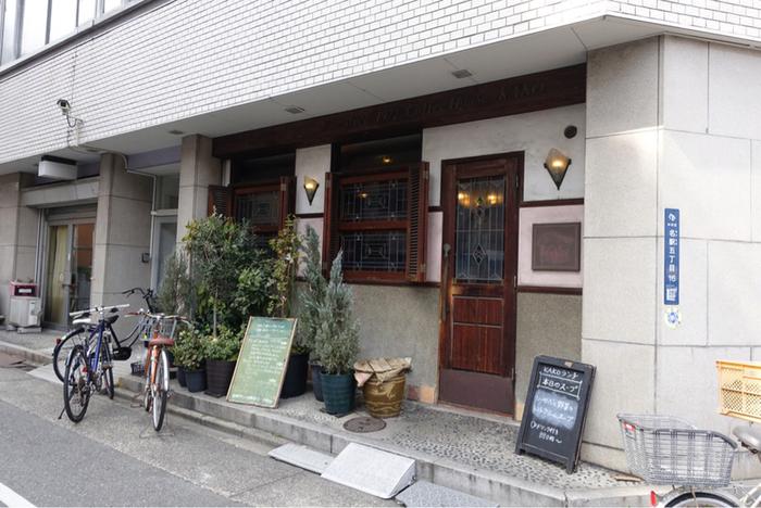 地下鉄「国際センター」駅から徒歩2分のところにある『コーヒーショップカコ』は、創業30年以上の、昔ながらの喫茶店です。名古屋といえばモーニングが有名ですが、その中でもコーヒーショップカコは不動の人気です。