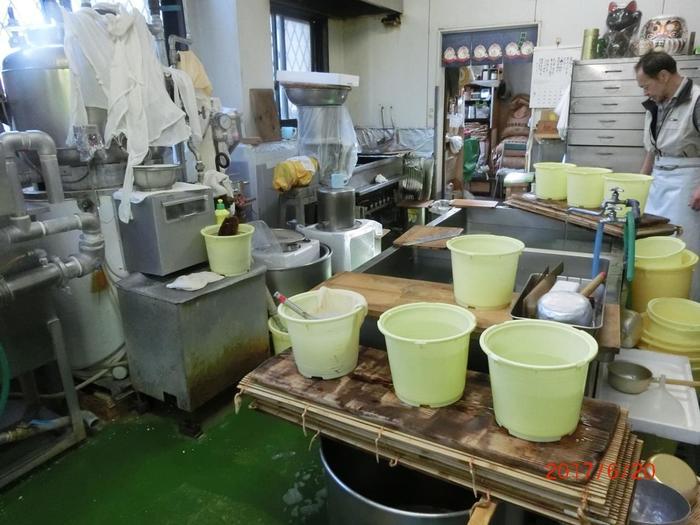 強羅の老舗豆腐店「箱根銀豆腐」は、強羅駅すぐそば。箱根の老舗旅館の御用達の豆腐店でも有名で、創業から100余年を数える老舗店です。