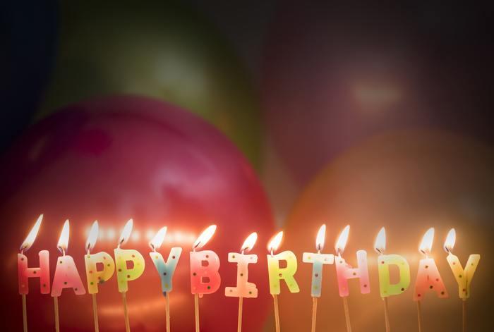 """""""おめでとう""""の気持ちを伝える誕生日は、誰もがみんな主役になれる特別な日。 お誕生日プレゼントを目の前に、包みを開ける時のあのワクワクとドキドキは、いくつになっても嬉しいものですよね…。例えそれが贈る側になっても、相手の喜ぶ顔を想像しながら、プレゼントを選ぶ時間は、楽しい時間に…。"""