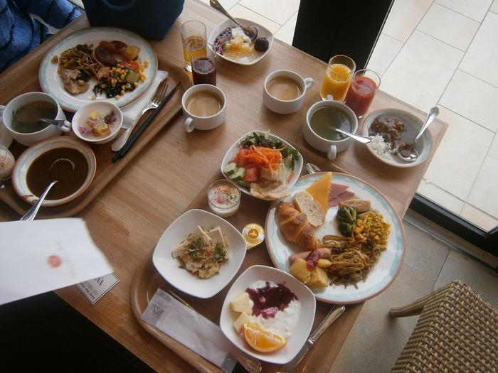 ホテル内レストラン『ハナハナ』の朝食ビュッフェは、沖縄料理を中心とした和食と、洋食のメニューがあります。