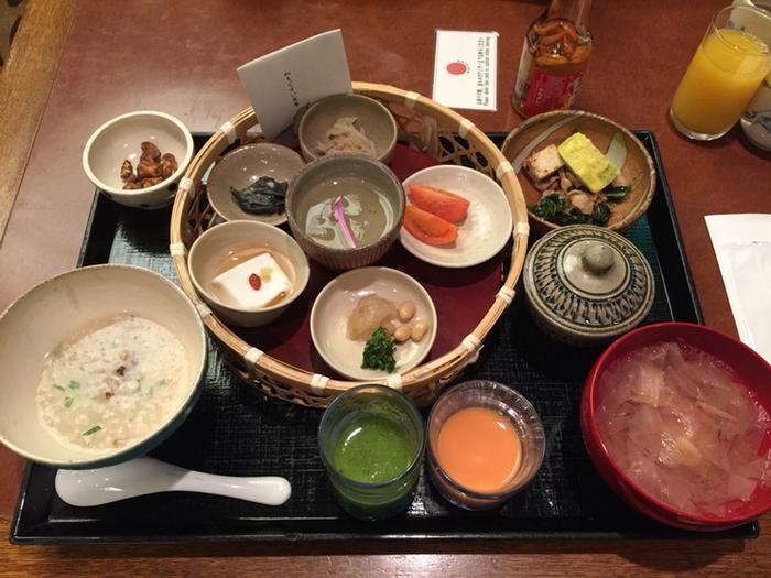 日本・琉球料理の『佐和』では、一日40食限定の薬膳朝食『ぬちぐすい定食』がいただけます。体にやさしく栄養たっぷり、こだわりの島の恵みをたっぷり味わえます。