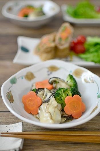 電子レンジを使った、超時短の牡蠣レシピ。時間がないときはもちろん、コンロがふさがっているときなどにも便利な料理です。