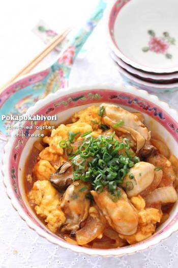 海老のチリソースならぬ、牡蠣のチリソース。豆板醤の辛さと卵の優しさがベストマッチ。栄養たっぷりで色味も明るく、元気をもらえるメインおかずです。