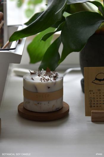香りつきのキャンドルは、火を灯さず置いておくだけでも、香りがふんわりと漂います。 トイレや玄関のような狭い空間では、とくに香りを感じやすいので、芳香剤代わりになります◎