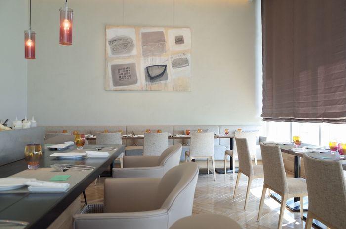 グランフロント南館8Fにある現代風野菜フレンチのお店「リュミエール大阪カラト」。ランチは、サービス料やチャージ料なしのためお得に楽しめます♪