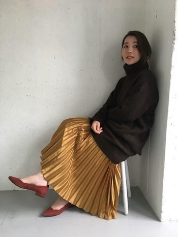 赤みがかった明るいゴールドは日本人の肌にも馴染みやすく、秋の雰囲気にもぴったり。