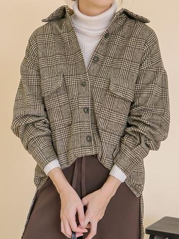日増しに肌寒くなるこの季節。ワードローブに取り入れたいのが、ふんわりと起毛感のあるフランネルシャツです。ソフトな風合いと適度な地厚さ。袖を通せば、優しいぬくもりで私たちを包んでくれます。