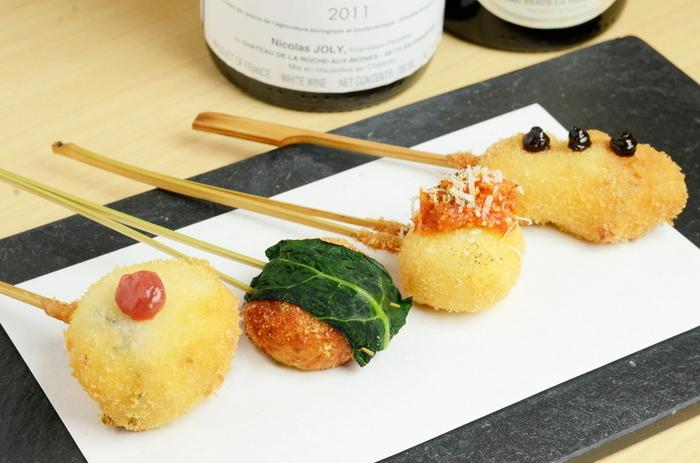 ランチコースは、前菜盛り合わせとサラダ、串揚げ5種にご飯とお味噌汁で1,000円というお得さです◎