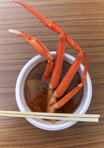 松葉がにの産地、鳥取の郷土料理・かに汁も、ズワイガニの醍醐味が味わえる料理。かにの出汁の奥深いうまみを堪能しましょう。