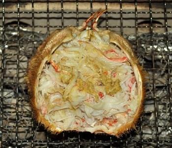 毛蟹は、濃厚なかに味噌をとことん味わうのが格別な楽しみ。味噌だけを甲羅焼きにするのもいいですが、かにの身とかに味噌を混ぜて焼くのはたまらないおいしさ!